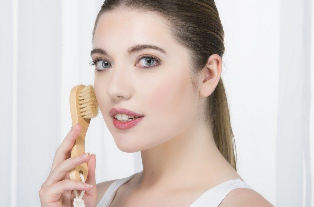 Brosser la peau sans eau : conseils et avantages