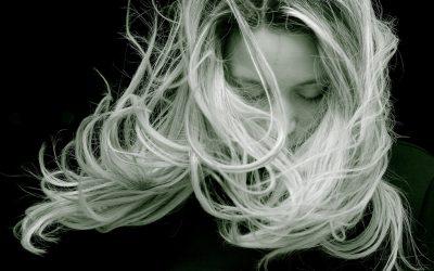 9 habitudes saines pour les cheveux que vous devriez pratiquer